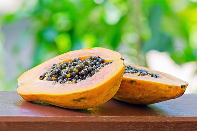 Mamão papaia tem o poder de ajudar na digestão graças ao potencial das sua enzimas