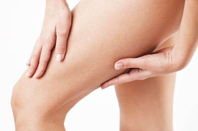 Joelhos, cotovelos, coxas e nádegas podem ter as manchas suavizadas