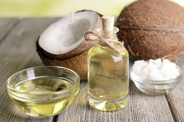 O óleo de coco destrói até 50 tipos de espécies de Candida