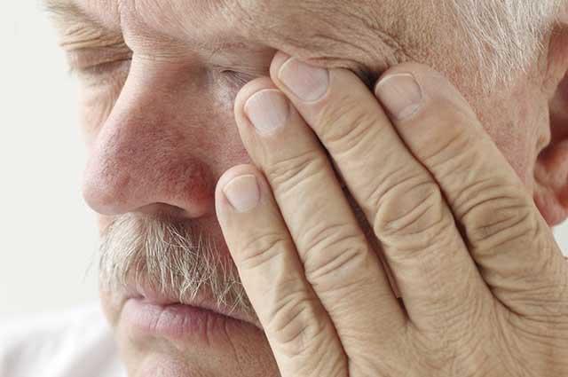 Para evitar a recontaminação da conjuntivite, evite coçar os olhos