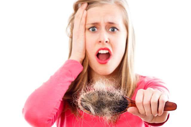 Faça uso de receitas caseiras e salve seus cabelos da queda!