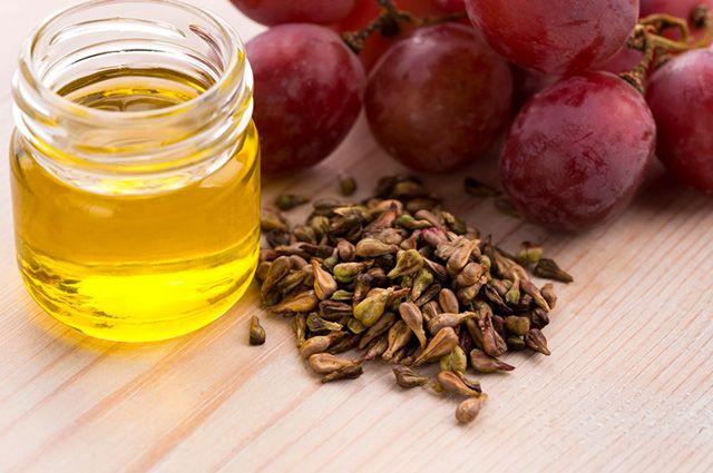 A semente de uva é um remédio caseiro capaz de detonar o inchaço da retenção de líquidos