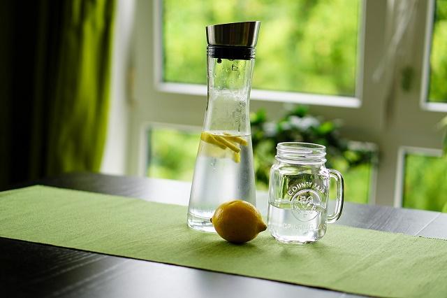 Garrafa com água e limão