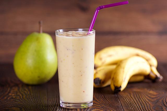 Copo de shake com farinha de banana verde