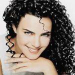Cuide dos cabelos cacheados com tratamentos caseiros