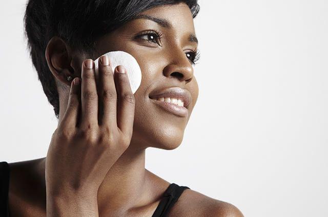 A limpeza de pele profunda é imprescindível para a saúde de sua cutis