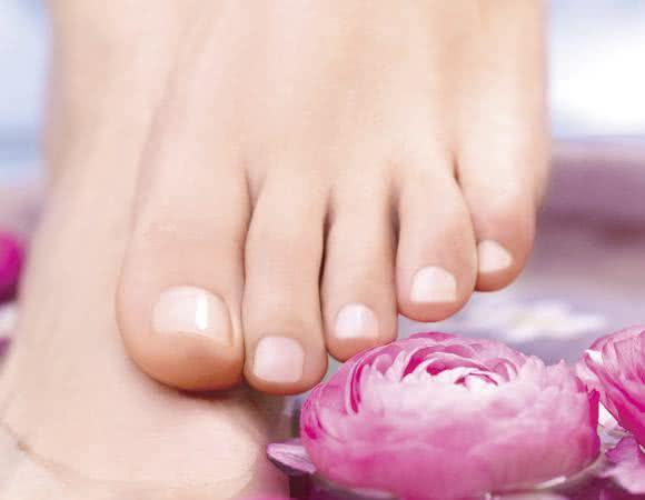 Fique com os pés lindos, sem sinal algum de calos