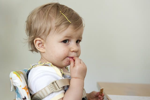 Devido a baixa imunidade do bebê é bastante comum surgir a candidíase oral nos pequenos