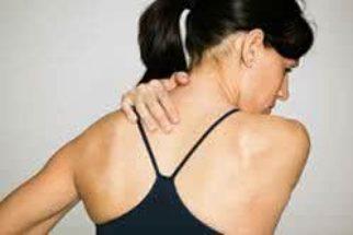Amenize o torcicolo com tratamentos caseiros
