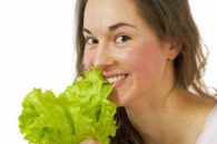 Alface tem poucas calorias e contém benefícios para sua dieta