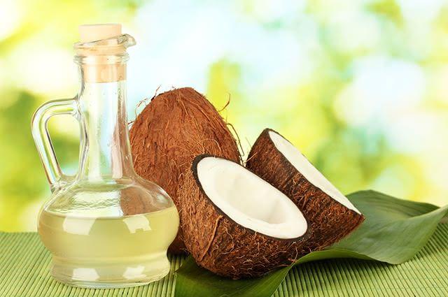 Óleo de coco pode ser um grande aliado para quem pretende se ver livre da pele oleosa