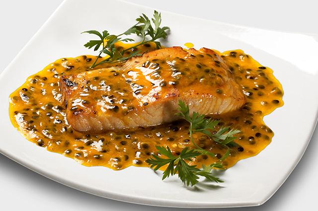 Molho de maracujá em salmão