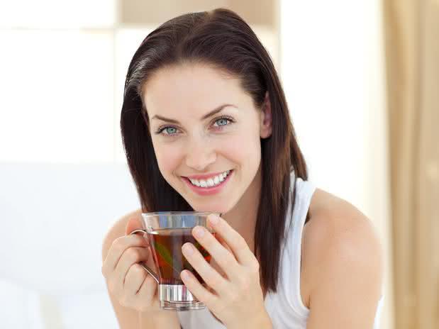 Receita de chá desintoxicante à base de capim limão