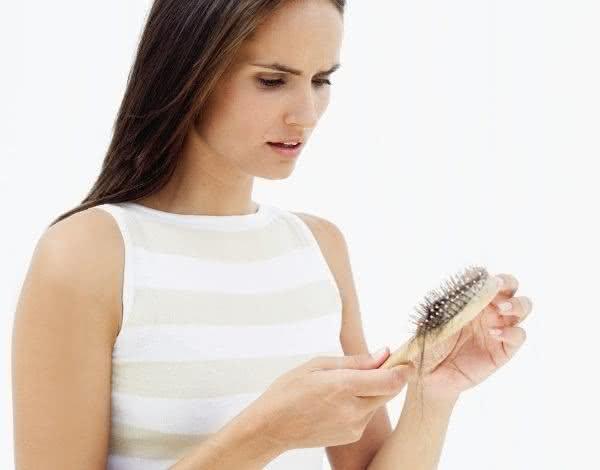 Acabe com a queda de cabelos usando chás!
