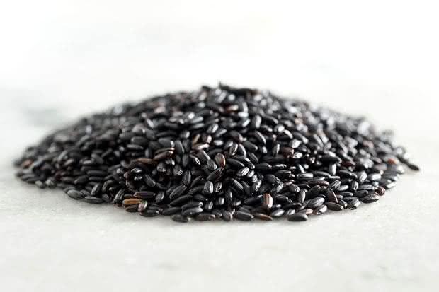 Inclua o arroz negro em sua dieta e usufrua seus benefícios