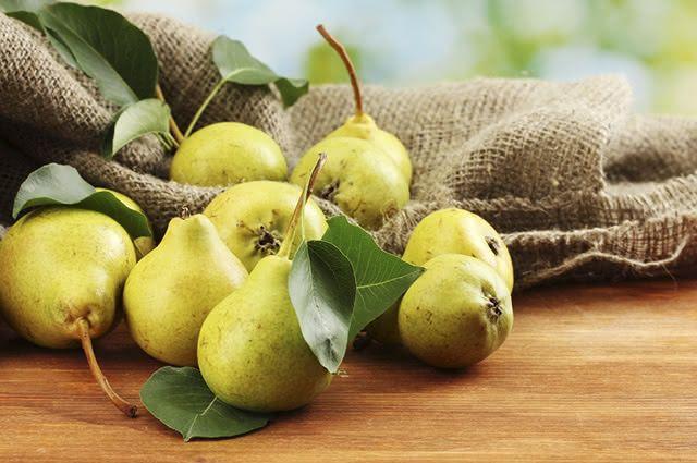 A pera é uma das frutas que ajudam em casos de gordura no fígado