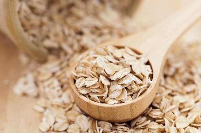 A aveia consegue melhorar os níveis de colesterol, além de equilibrar as taxas de açúcar no sangue