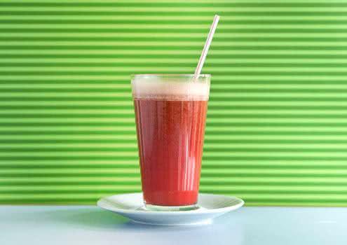 Aprenda como fazer suco de acerola com poder antiinflamatório e conheça seus benefícios para a saúde