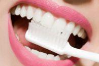 Clareie os dentes com receitas caseiras!