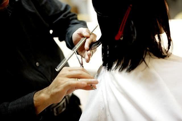 Estimule os fios a crescerem aplicando os produtos corretos e adequados para o cabelo