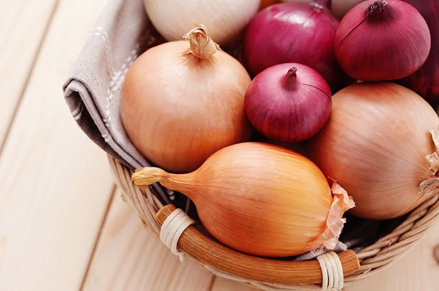 Uma forma natural de acabar com a tosse seca é através do xarope de cebola