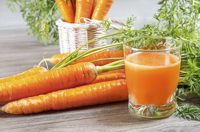 O caldo ou xarope da cenoura é uma maneira natural de acabar coma tosse seca