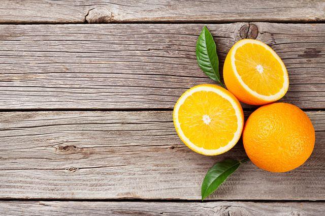 É possível baixar o ácido úrico no sangue naturalmente com laranja