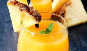 suco-de-casca-de-abacaxi-ajuda-a-emagrecer