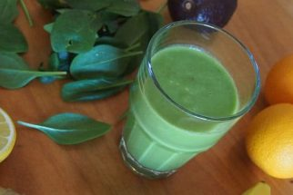 Suco verde caseiro X Suco verde em pó: Qual o melhor?