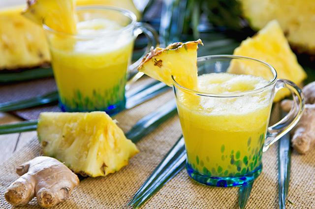 Suco de gengibre e abacaxi