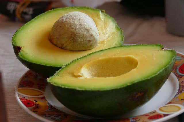 Receita caseira com caroço de abacate para esporão