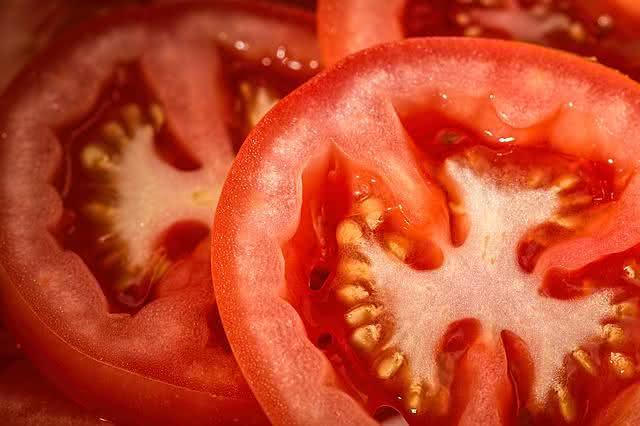 Será que os tomates podem causar pedras nos rins?