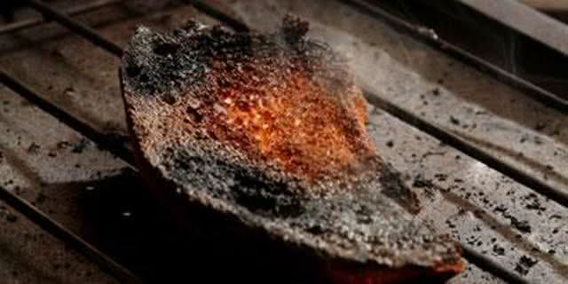 5 formas para tirar o cheiro de comida queimada da casa
