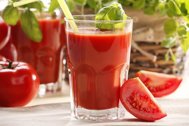 Ações benéficas do suco de tomate contemplam tratamento contra colesterol