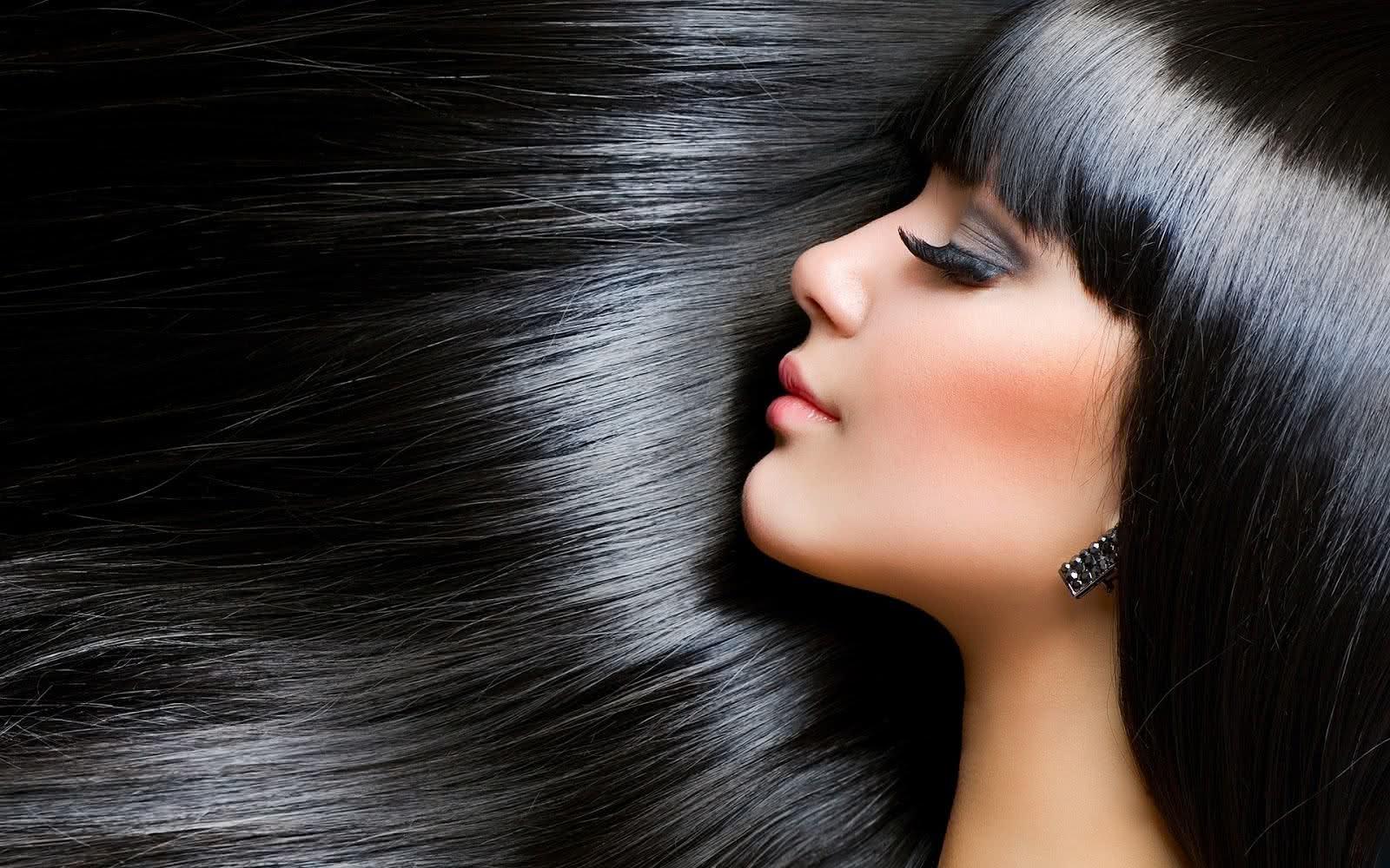 Aprenda receita de shampoo e dicas para cuidar dos cabelos escuros