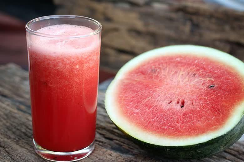 Efeitos benéficos do suco de melancia incluem tratar a ansiedade