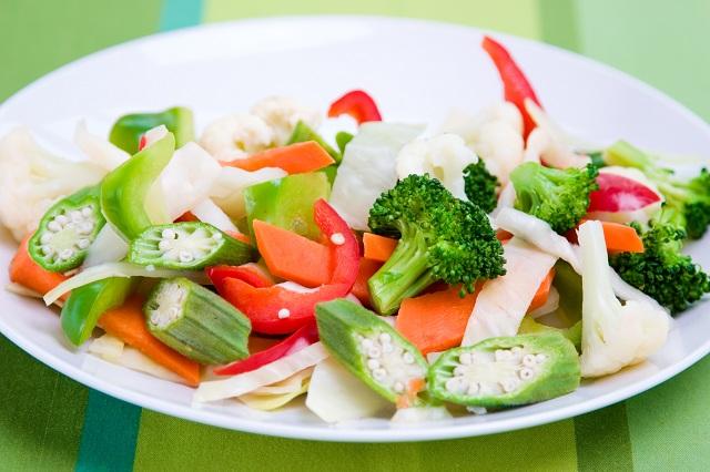Salada de quiabo e vegetais