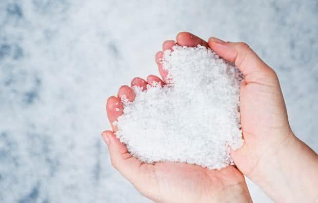 Água de cloreto de magnésio para combater infecções, dores e até o câncer