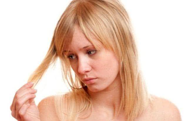 Receita para cabelos quebradiços e elásticos