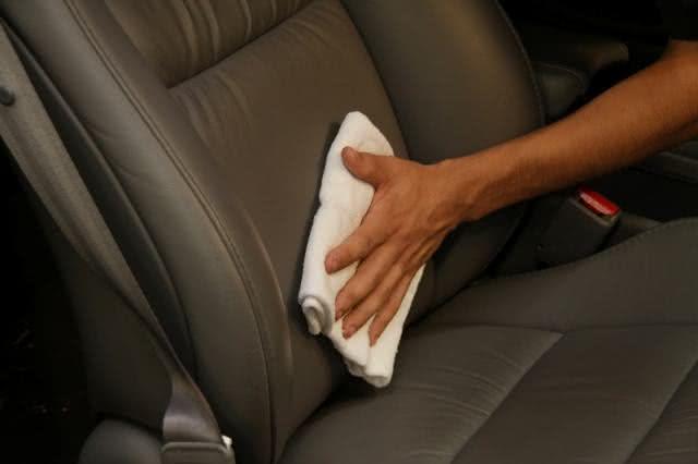Incrível solução caseira para limpar bancos de carro