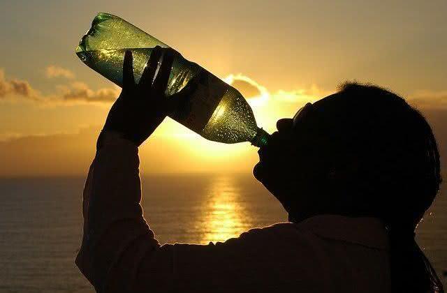 6-motivos-para-tomar-agua-morna