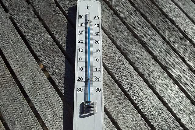 6-motivos-para-tomar-agua-morna temperatura