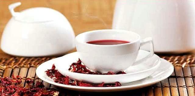 7 motivos para você começar a tomar chá de hibisco agora
