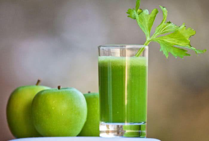 Incrível receita de suco detox de maçã verde para a dieta