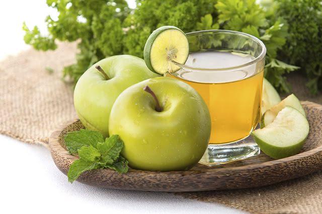 A limonada de maçã é indicada para quem tem diabetes porque age como anti-glicêmico
