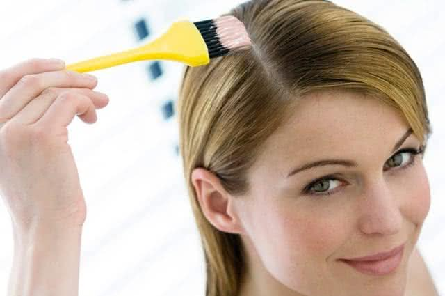 Os 7 produtos naturais capazes de clarear o cabelo