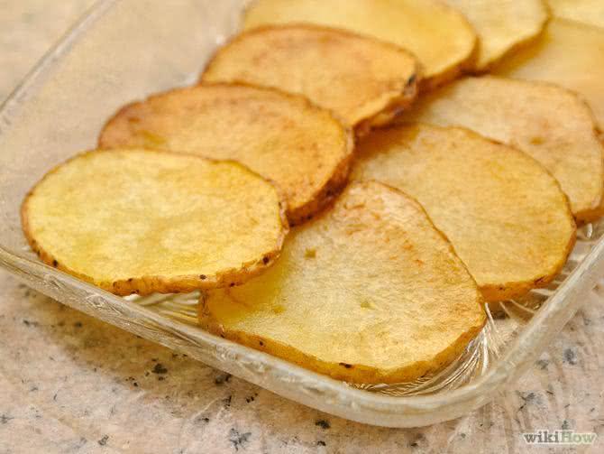 Aprenda como preparar batata 'frita' saudável com muito pouco óleo