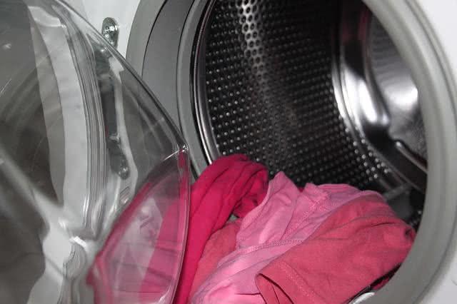 Eliminando mofo e odores da máquina de lavar