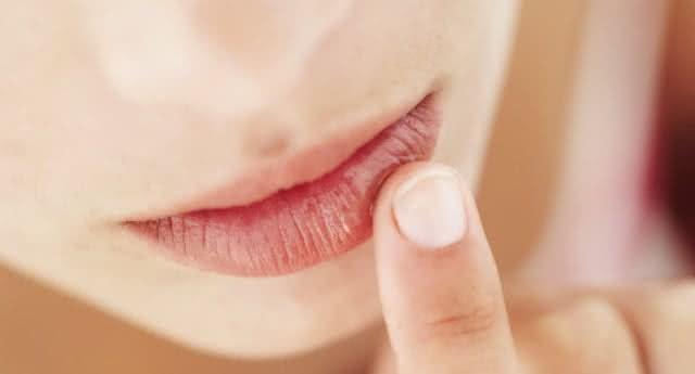 Nutella como base de batom para hidratar os lábios