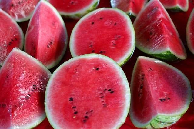 os-alimentos-que-nao-devem-ir-para-geladeira-e-voce-nem-sabia melancia